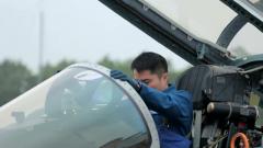 王中元:守卫海空的特级飞行员