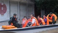 山东:省内多地出现险情 武警官兵紧急开展抢险救援