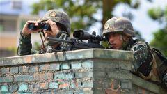 广西北海:武警特战队员开展反劫持战斗演练