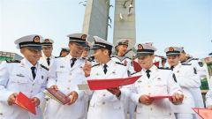 """深蓝航道挺立新一代""""龙骨脊梁"""" 新型海军士官人才方阵加速成长"""