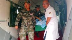 """解放军赴老挝""""和平列车""""医疗队救援遭遇车祸同胞"""