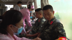 广西贵港:武警官兵无偿献血 缓解血站库存紧张