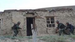 武警新疆总队某机动支队:戈壁高温磨砺特战队员反恐作战能力