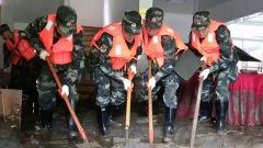 四川阿坝多地发生山洪泥石流武警官兵紧急救援