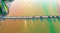 【第一军视】舟桥兵亮绝活儿!数百米钢铁浮桥横跨黄河