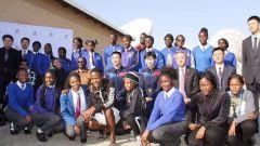 中国航天员拜会纳米比亚总统并与大学生交流