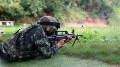 广西南宁:武警特战队员多课目实弹射击 锤炼实战能力