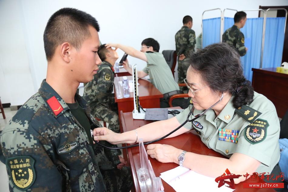 3圖三:心血管科檢查問診,王道鑫攝