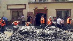 四川汶川:武警官兵全力协助群众恢复生产生活