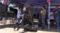 """黎巴嫩:""""开放基地日""""活动 中国7类新式排爆器材首次亮相"""