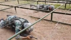 陆军某旅严卡战斗力标准 开展士官晋级考核