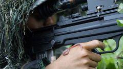 【第一军视】牛蛙身边坐 蚯蚓身上爬!女兵硬着头皮完成另类狙击