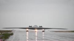 美军B-2隐身轰炸机首次降落冰岛