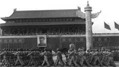 【第一军视】国庆阅兵记忆:开国大典上,我军第一辆坦克接受检阅