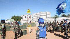 中国第7批赴马里维和警卫分队组织升旗仪式