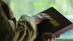 深藏功名60年 战斗英雄的奉献精神就是留给后辈最好的礼物