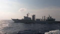 海军第33批护航编队进行海上补给