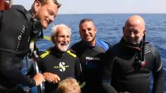 水下42米 96岁二战老兵潜水为自己庆生