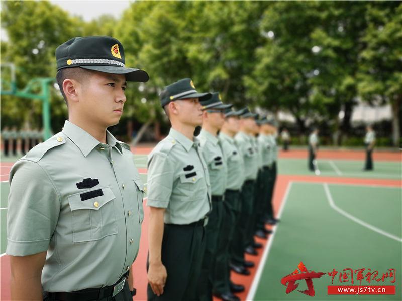 图片16:开训第一天,训练中新学员精神饱满、斗志昂扬(杨子敬 摄)