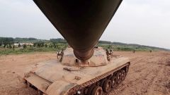 坦克的观瞄距离如何跟上射击距离?炮手瞄准镜是关键