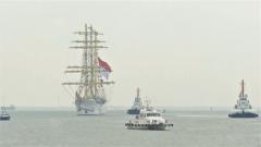 """印尼海军""""毕玛苏吉""""号风帆训练舰访问上海"""