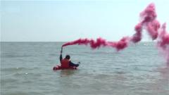 东部战区海军航空兵组织飞行员海上生存训练
