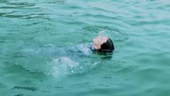 水中挑战体力不支 学员不甘放弃拼到最后 有点感动!