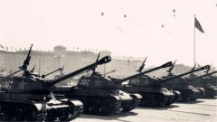 【第一军视】国庆十周年阅兵记忆:32辆坦克亮相天安门震惊世界