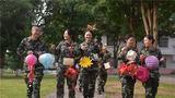 9月12日,武警广西总队医院的官兵亲手制作了数百个花灯装饰营区,迎接中秋佳节的到来。