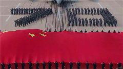 空军歼-20飞行员建功蓝天祝福祖国