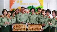 武警甘肃总队:军营牌月饼 既有孝心更有爱心