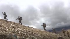翻高山越冰川 侦察分队高原练兵