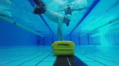 看着都累! 军校学员挑战极限:潜泳25米 拖拽100斤假人