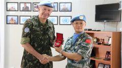 联刚团司令向中国第22批赴刚果(金)维和工兵分队颁发嘉奖令