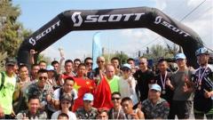 中国维和官兵在国际铁人三项比赛中斩获佳绩