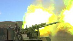 陆军第77集团军某合成旅举行跨昼夜实弹射击演练