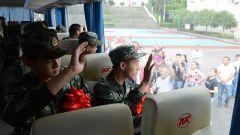 重庆:山城送新兵 让崇军成为一种新时尚