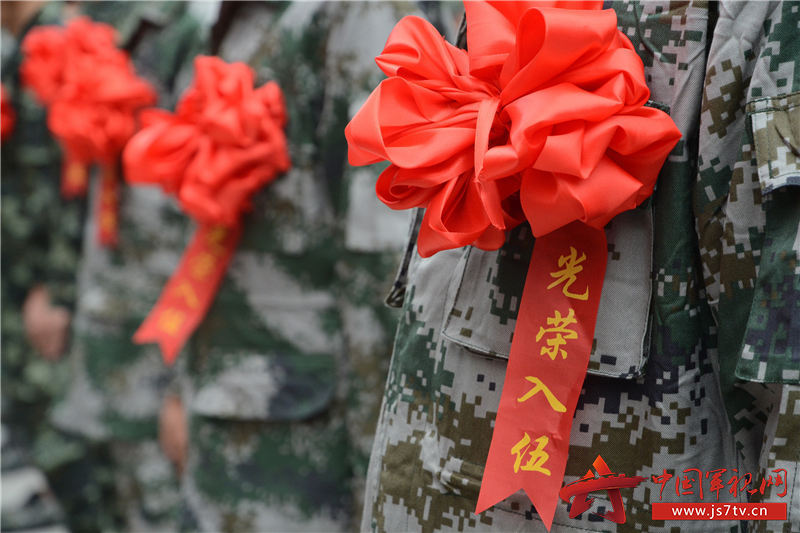 11朵朵红花相映红,锣鼓声声催征程。   黄春红摄