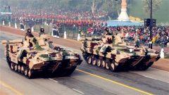 既买俄罗斯装备又买美国武器 印度军购打的什么算盘?