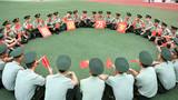 """为庆祝新中国成立70周年,武警重庆总队执勤第二支队开展了""""我与国旗同框""""""""歌唱我和我的祖国""""等多种形式的庆祝活动,祝福祖国繁荣昌盛。"""