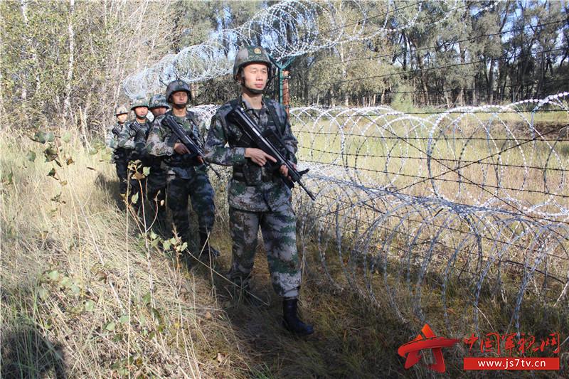 2徐建龙参加边境巡逻
