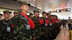 圆梦军旅 绽放青春:新战友走向军营的那一刻