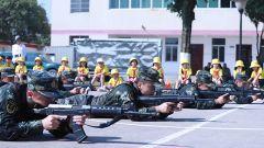 武警广西总队贺州支队与驻地学校开展国防教育活动