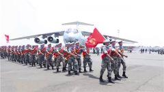 我第22批赴刚果(金)维和部队官兵乘军机回国