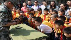 """四川成都:走进军营 开展""""我和我的祖国""""国防教育活动"""