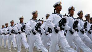 """看过来!高清大图带你看海军方队""""浪花白""""闪耀阅兵训练场"""