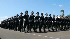 【军视问答】阅兵场上徒步方队的基准兵有多难?