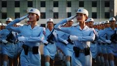 【阅兵故事】女民兵领队赵冰清:阅兵场的铿锵玫瑰 服装学院的美女老师