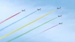 论兵·阅兵档案:人民空军首次亮相三代机 快来?#21019;?#39134;机