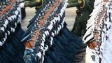 10月1日上午,庆祝中华人民共和国成立70周年大会在北京天安门广场隆重举行。这是受阅部队在做准备。 新华社记者 黄敬文 摄